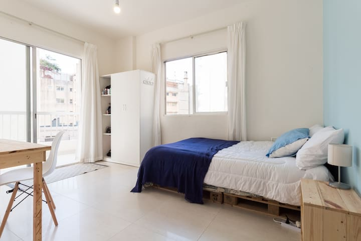 Beautiful Bedroom · next to AUB and Seaside