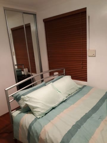 Budjet accomodation close to airport