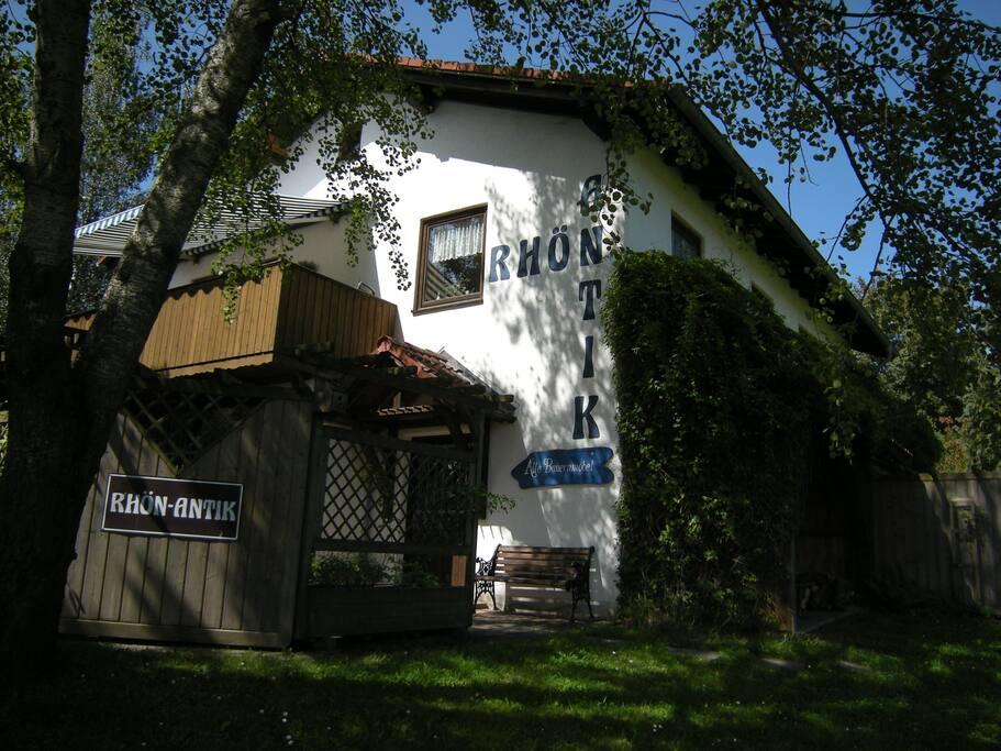 "Das Haus ""Rhön-Antik"" am Eingang der Ferienanlage  RHÖN RESIDENCE."