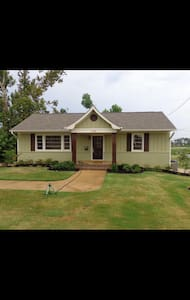 Cozy 2 bed, 1 bath located in heart of Tupelo. - Tupelo