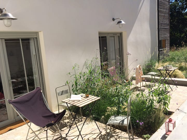 studio, 2/3p, terrace, free parking, near palace