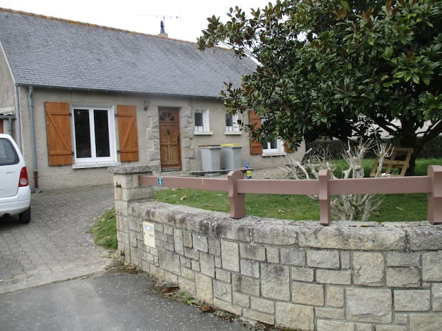 Maison de bourg près de St Malo - Saint-Guinoux - Huis