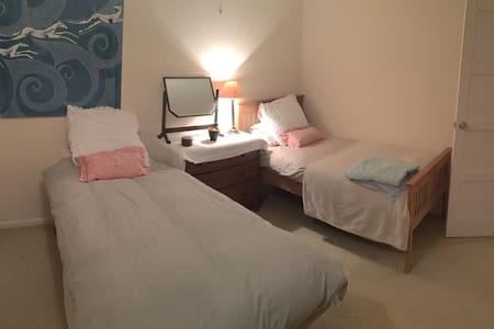 Twin or double in a farmhouse - Newmarket  - Dom