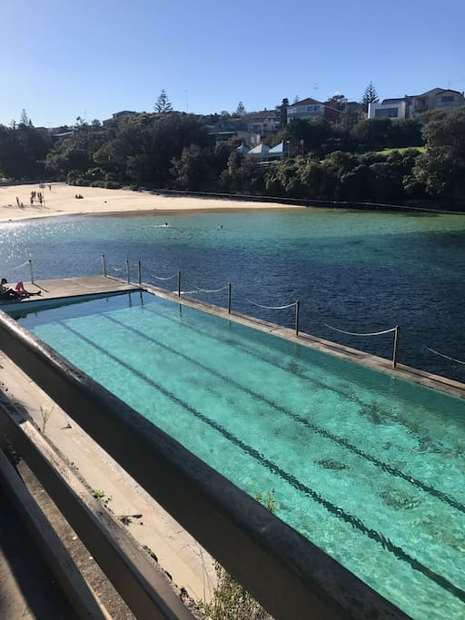 Clovelly Beach and ocean pool