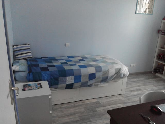 Chambre bleue et blanche - Revel - Haus