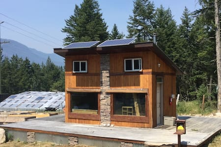 Off-Grid Tiny House in Spillimacheen