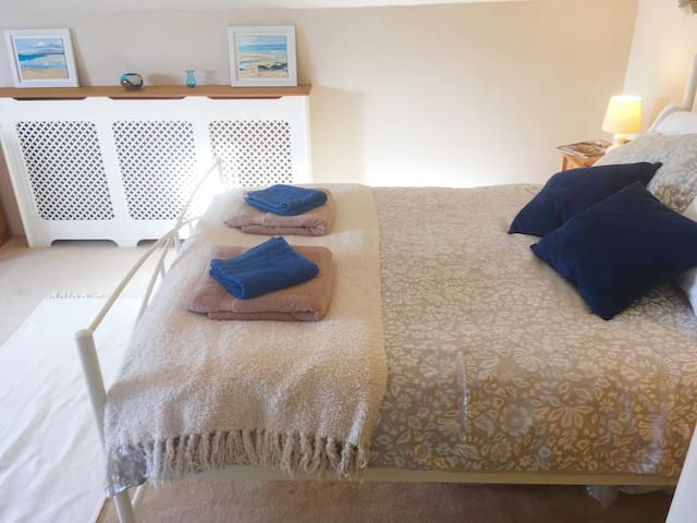 Private ensuite double bedroom in lovely home