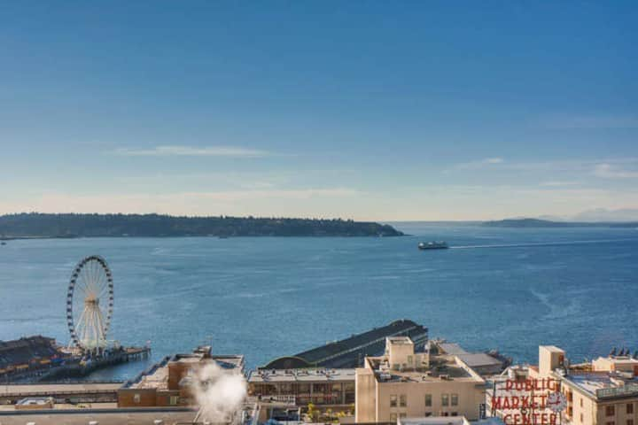 Downtown Condo – Sweeping Puget Sound Views