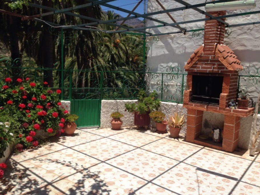 Amplio patio con barbacoa cottages for rent in la - Patios con barbacoa ...
