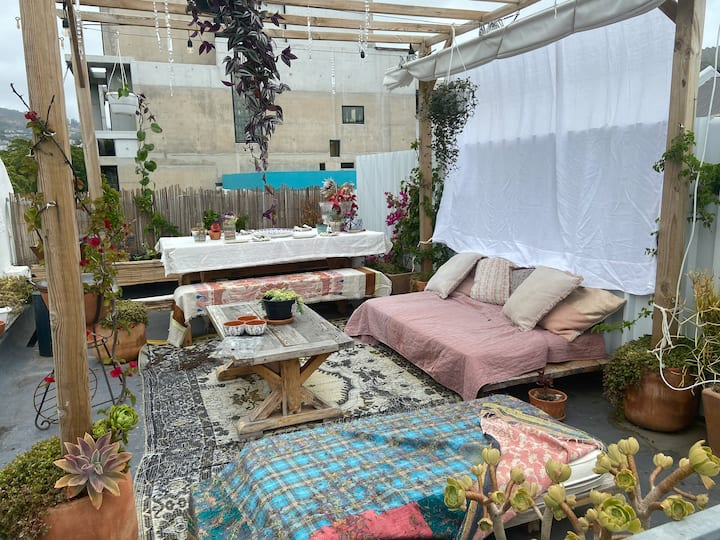 Trendy Bokaap rooftop apartment with city views!