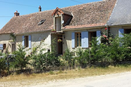 350 year old traditional farmhouse and art studio - Tronget