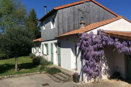 Maison familiale sur Niort - Ньор - Дом