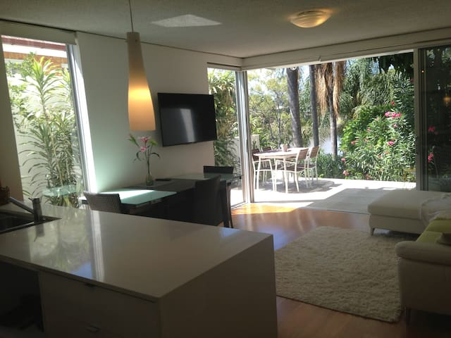3 Bd Relaxing Retro Apartment on the River - West End - Appartement