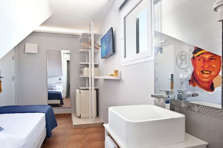 Premium Single Room with free wifi - Hotel Ryans La Marina