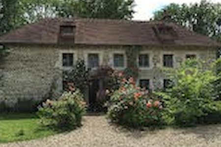 Lovely cottage and Manoir views from every room. - Saint-Martin-de-Sallen - Casa