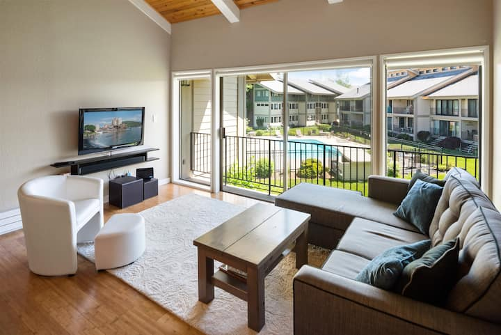REMODELED! Condo Del Sol Waterfront Condo | Immaculate!