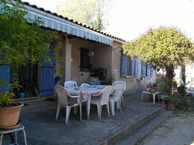 Chambre chez l'habitant dans maison avec jardin - Nyons - Domek gościnny