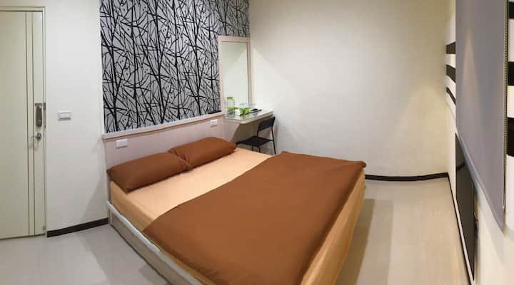 1C 雙人時尚裝潢.典雅.完美燈光配置.高級床組.獨立五星級衛浴空間.