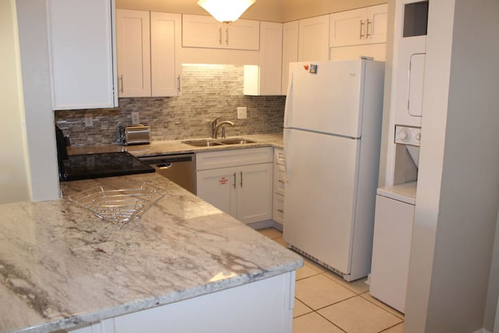 New with Granite, Well-equipped kitchen even include washer/dryer.