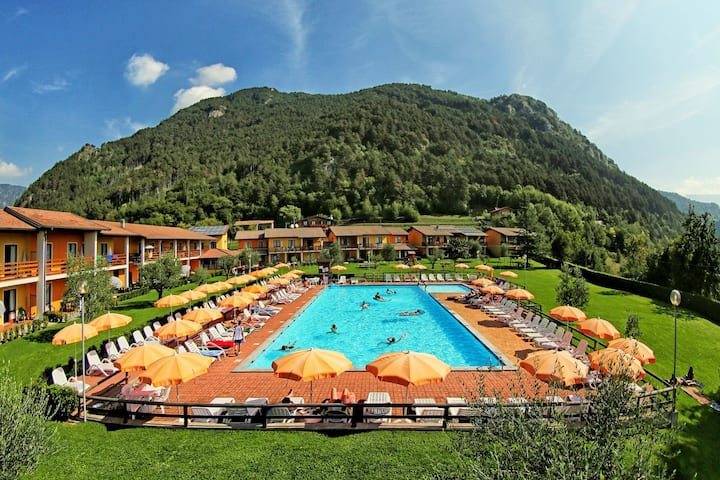 Lavish Holiday Home in Tremosine with Swimming Pool