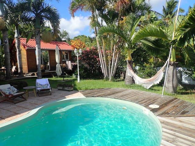 Bungalow avec piscine et jardin, vue mer, St Paul