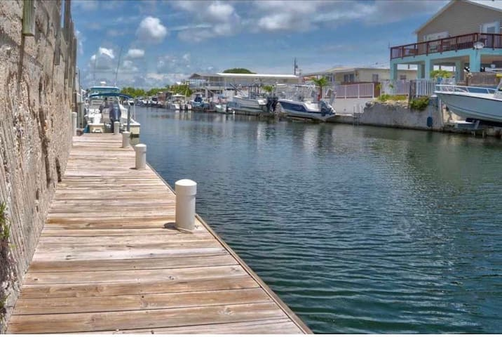 Key Largo Home- 42' Dock- Wide Canal- Private Pool