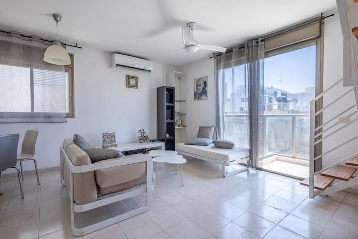 3 Bedrooms Duplex,  5 min from the beach!!