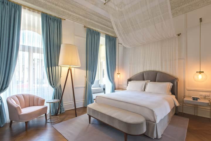 Junior Suite with Istiklal Avenue View