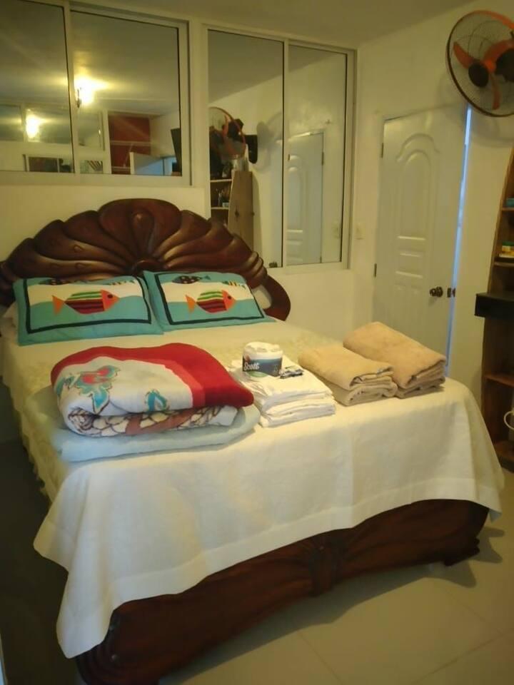 Habitación con su baño independiente y Marquesina
