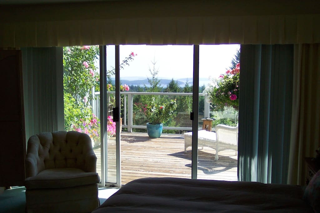 Master Bedroom-1 Deck Sea View