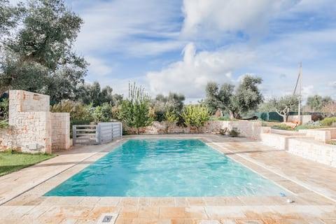 Trullo Apulia: swimming pool, jacuzzi & steam room