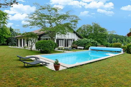 Beautiful Villa with Charming Gardens Heated Pool - Biarritz - Villa