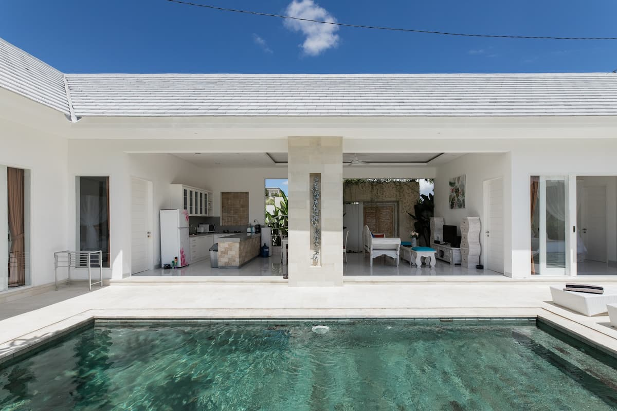 Float in the Pool of a Magnificent Villa