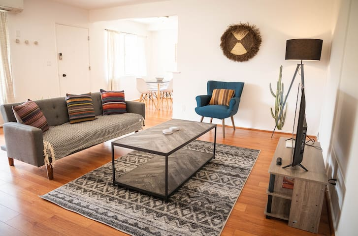 Chic Apartment - Near Downtown Glendale