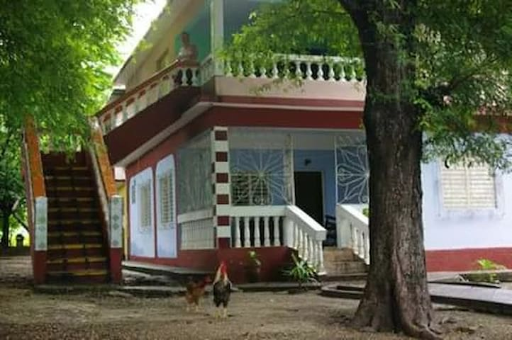 Casa Barbara. ,marea del Portillo pilon .cuba