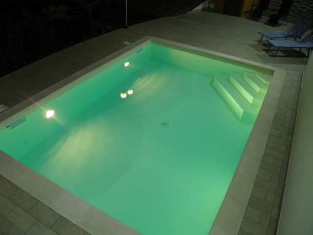 Splendida villetta in mezzo al verde, con piscina - Borgomaro - Villa