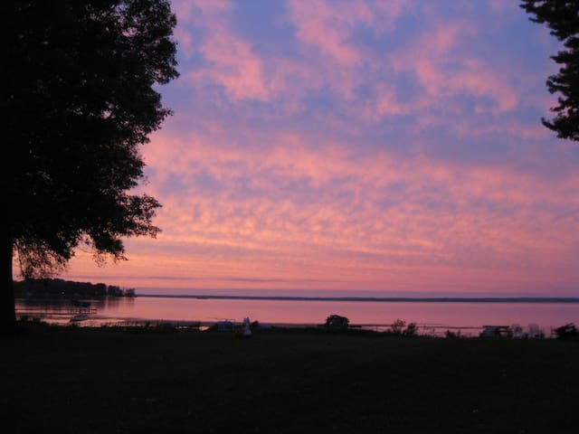 Oneida Lake getaway with spacious lawn & views - Bridgeport - Ferienunterkunft