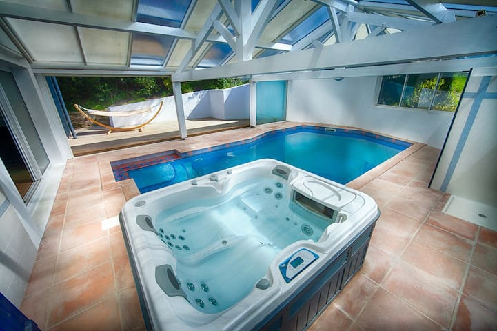 Biarritz/Hossegor. Maison, piscine, jacuzzi, océan