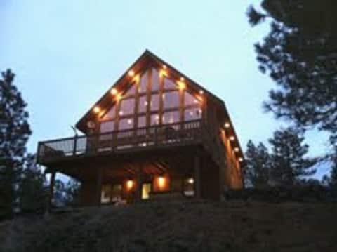 Rustic Country Lodge Getaway...