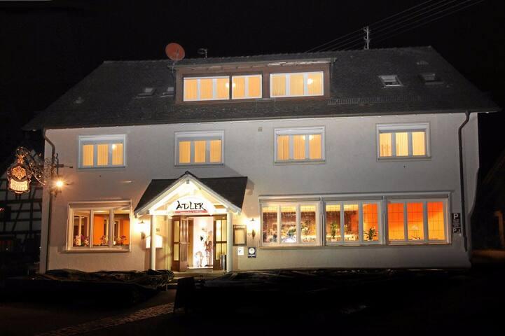 adler hotel zm1 - 奥宁根 - House