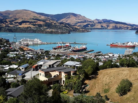 Lyttelton - Idyllic Harbour View & Hot Tub Awaits