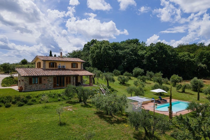 Mesmerising Villa in Cortona with Private Swimming Pool