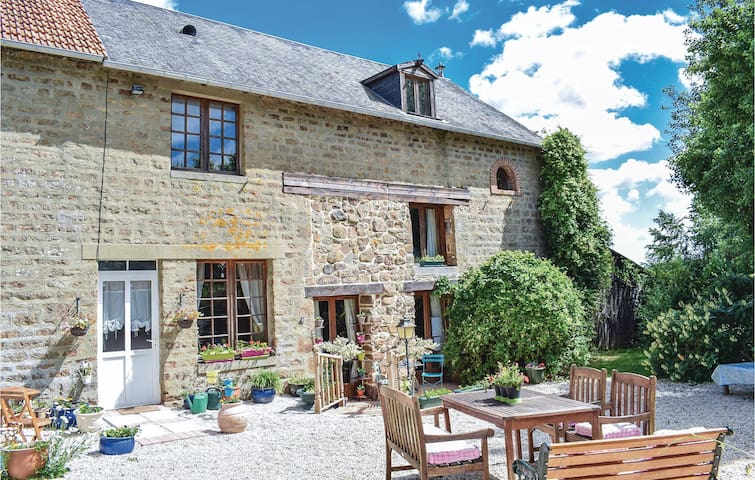 Semi-Detached with 4 bedrooms on 148 m² in Passais-La-Conception