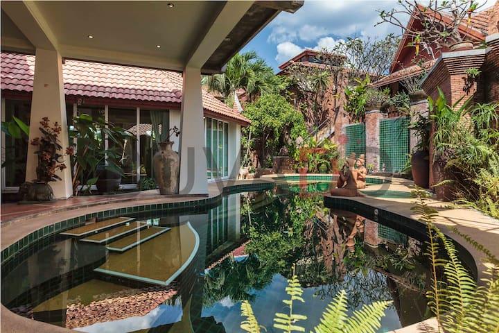 Luxurious 5-bed private pool villa - Pattaya - Villa