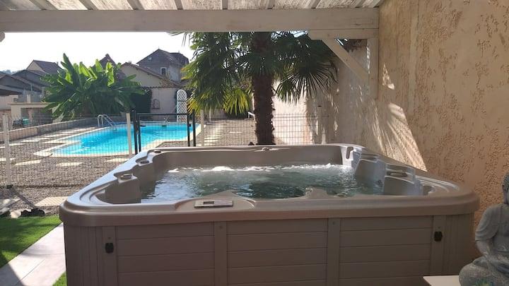 Maison jacuzzi piscine à la campagne