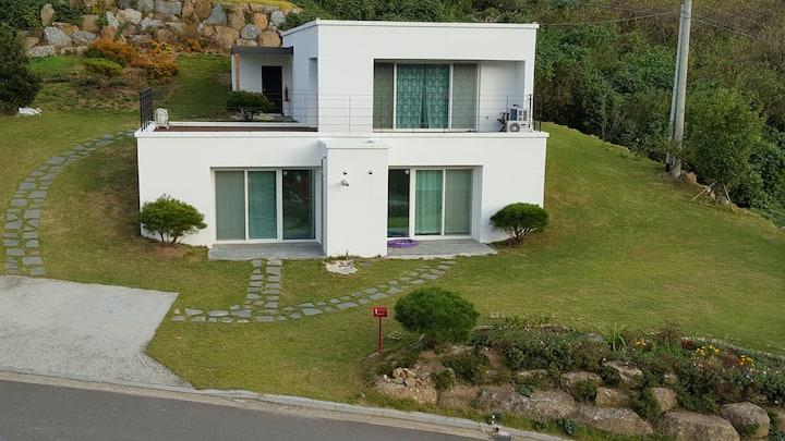 하동 카사비앙카(Casa Bianca) - 집 전체 사용(방3, 욕실2,거실)