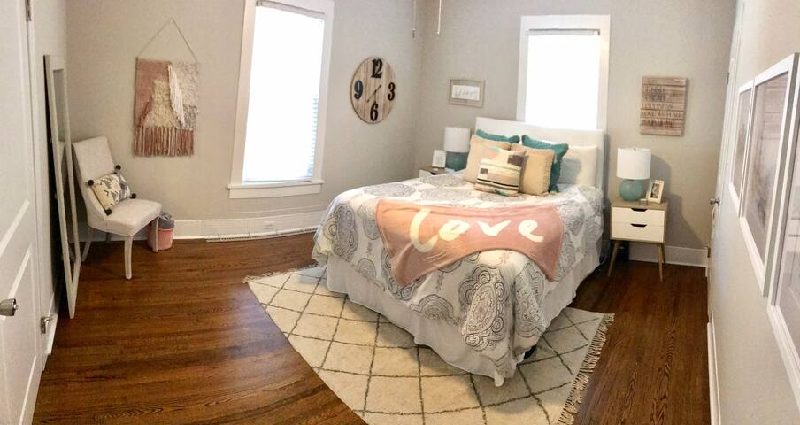 Private Bedroom in Charming Plaza Midwood
