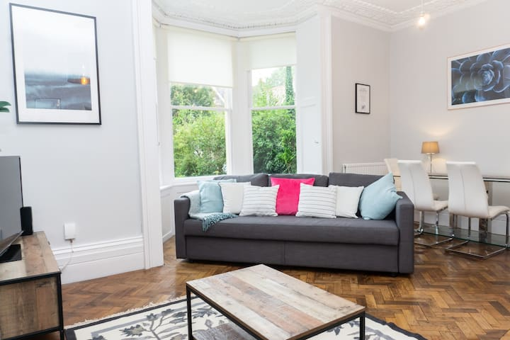 ☆ Trendy 1 bed Apt in Stunning Period Building ☆