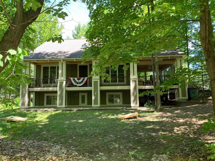 Boyne Home in the Pines, 1/4 mile to Lk Charlevoix