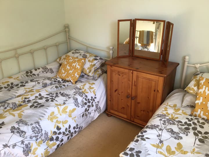 2 singles (double room available if not booked)